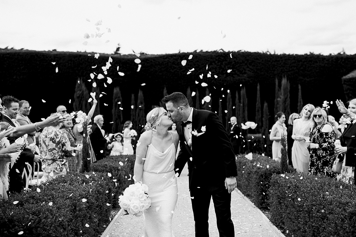 Coombe Yarra Valley, Just married, Petal throw